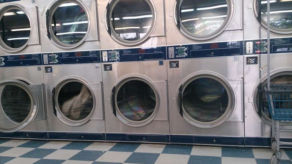 Huntersville Coin Laundry - laundry  | Photo 2 of 10 | Address: 14339 Hunters Rd, Huntersville, NC 28078, USA | Phone: (704) 875-0965