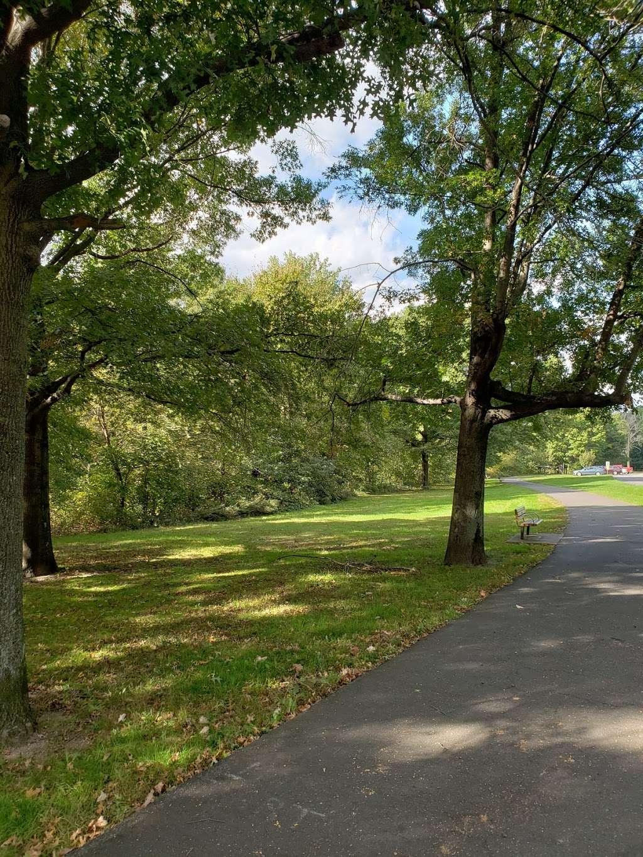 Saddle River Bike Path Parking 3 - park  | Photo 9 of 10 | Address: 760 Saddle River Rd, Saddle Brook, NJ 07663, USA