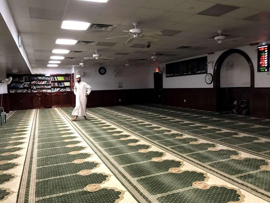 Baitul Mamur Masjid & Community Center - mosque  | Photo 2 of 10 | Address: 1033 Glenmore Ave, Brooklyn, NY 11208, USA | Phone: (718) 437-5702