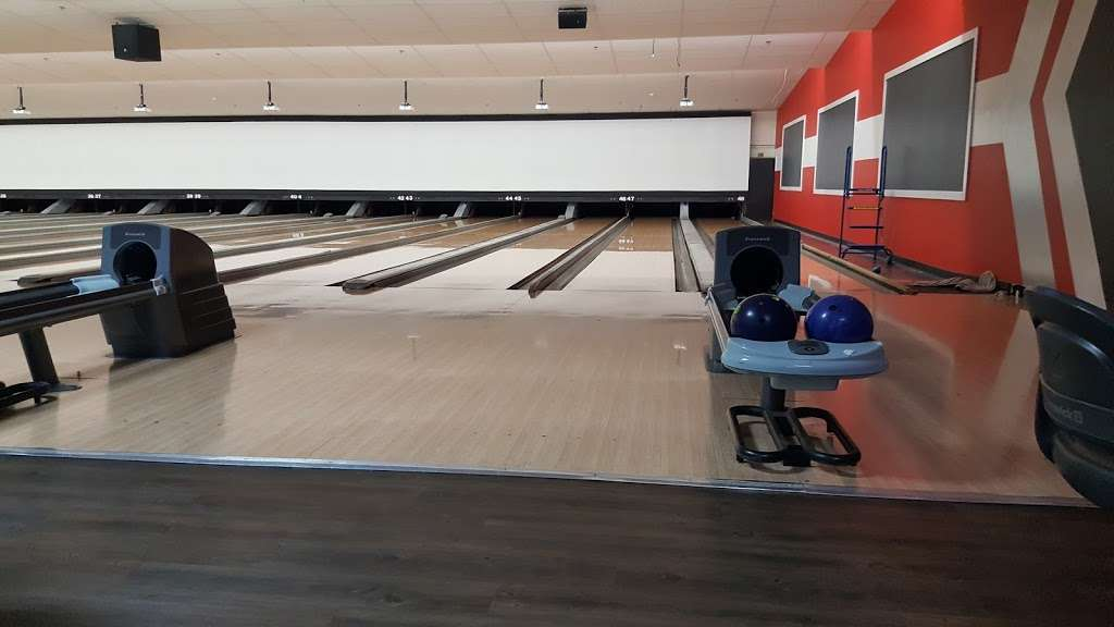 Brunswick Zone River Grove Lanes - bowling alley  | Photo 2 of 10 | Address: 3111 River Rd, River Grove, IL 60171, USA | Phone: (708) 456-4100