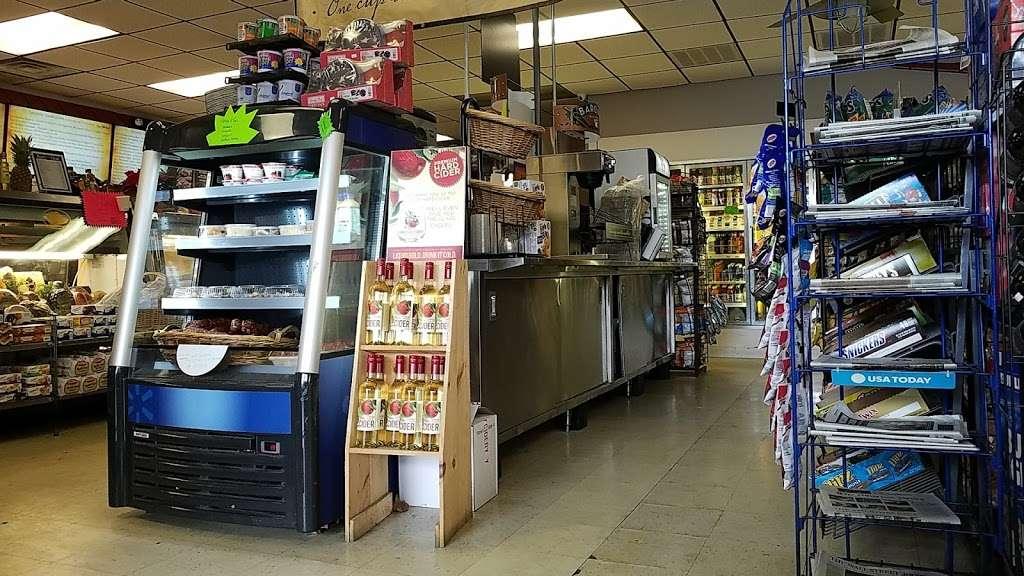 Hometown Deli & Pizzeria - restaurant  | Photo 8 of 10 | Address: 812 NY-52, Fishkill, NY 12524, USA | Phone: (845) 896-9730