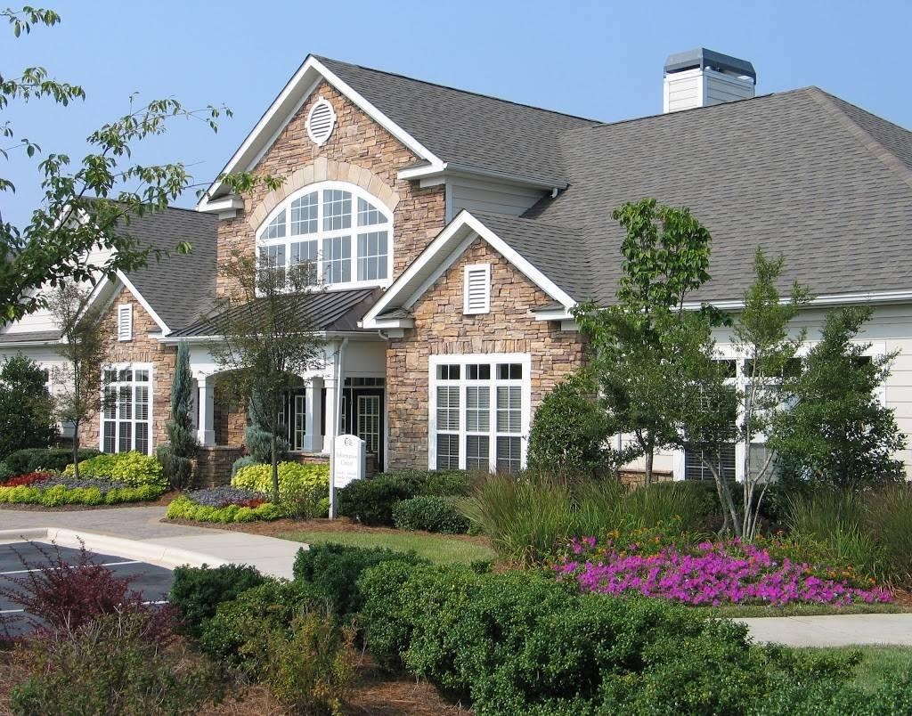 Lodge at Mallard Creek Apartments - real estate agency    Photo 3 of 5   Address: 7815 Chelsea Jade Ln, Charlotte, NC 28269, USA   Phone: (704) 509-0098