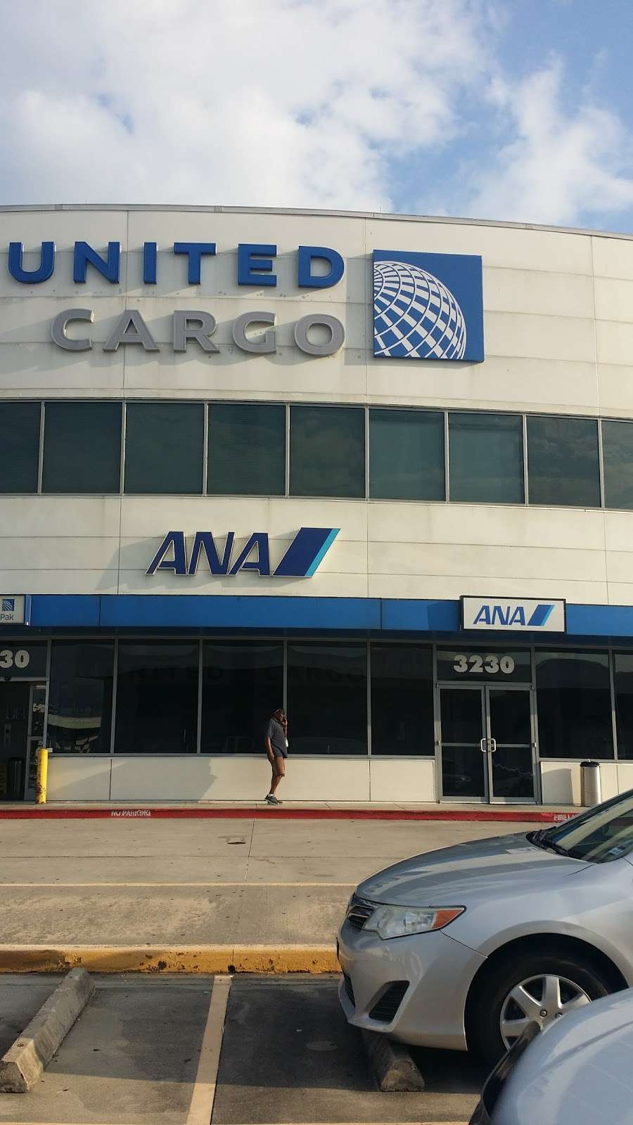 United Airlines Cargo - Storage | 3230 Pallet Rd, Houston
