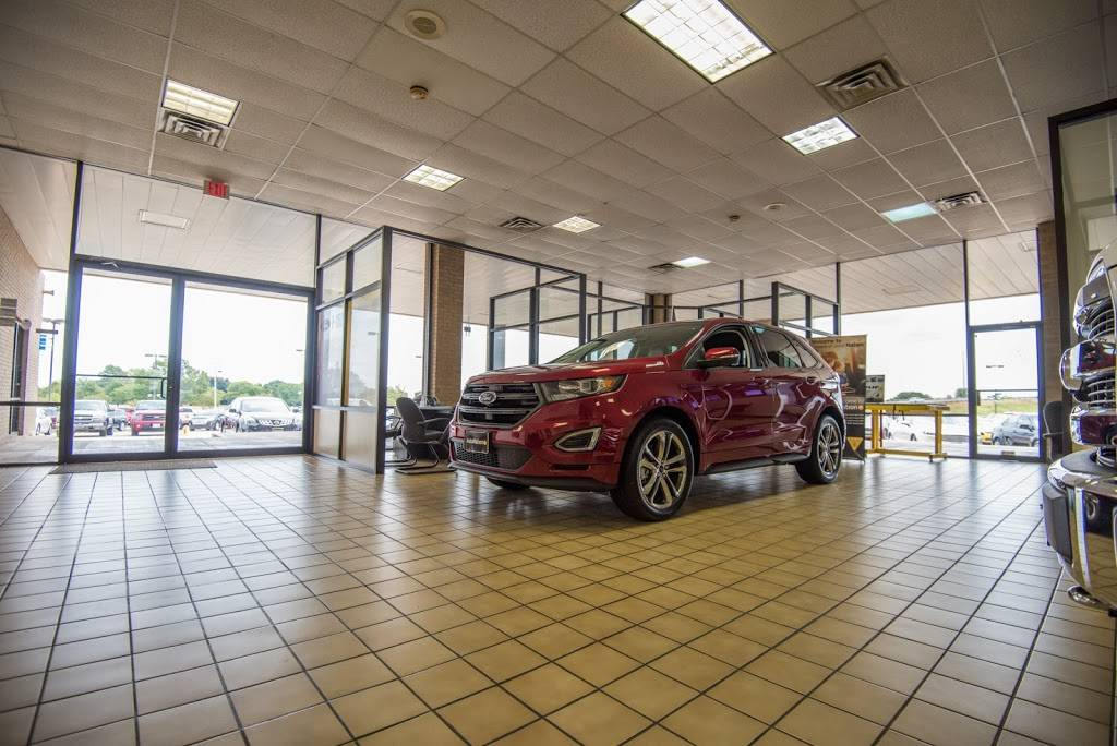 AutoNation Ford South Fort Worth - car dealer  | Photo 5 of 8 | Address: 5300 Campus Dr, Fort Worth, TX 76119, USA | Phone: (817) 522-3225
