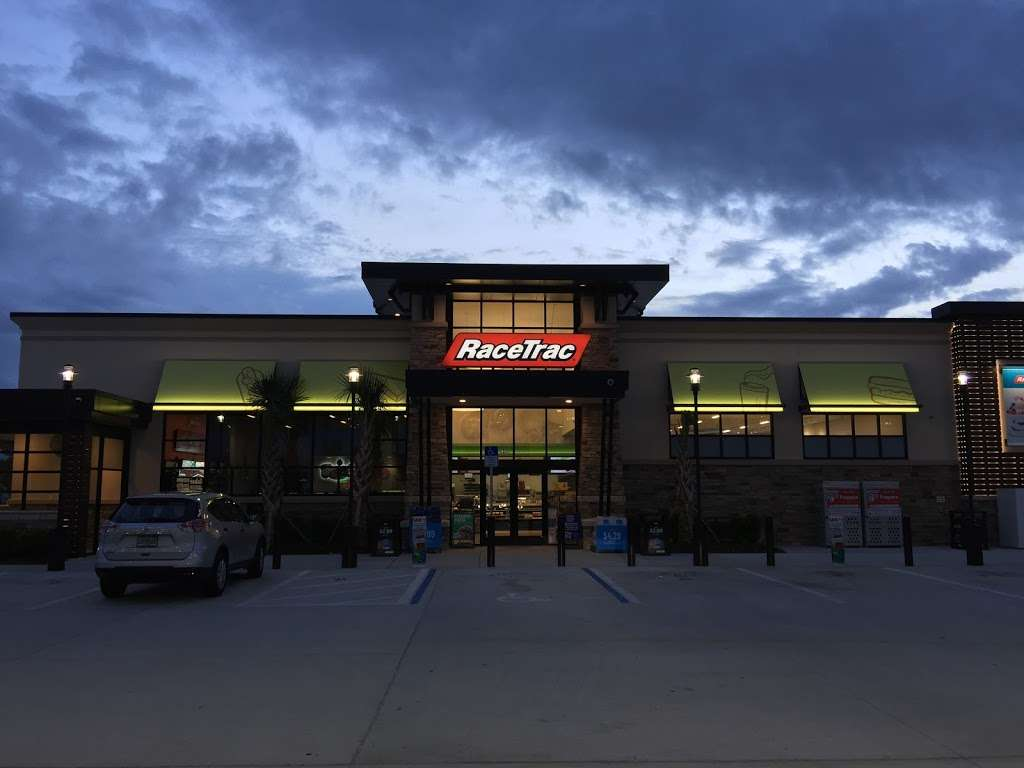 RaceTrac - gas station  | Photo 8 of 10 | Address: 12136 S John Young Pkwy, Orlando, FL 32837, USA | Phone: (407) 363-7788