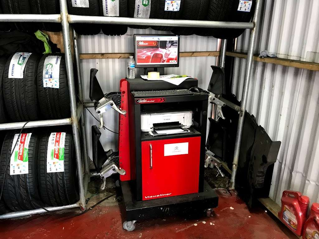 Quick Tyre & Car services - car repair  | Photo 6 of 10 | Address: Craven Park, Harlesden, London NW10 8SQ, UK | Phone: 07427 679906