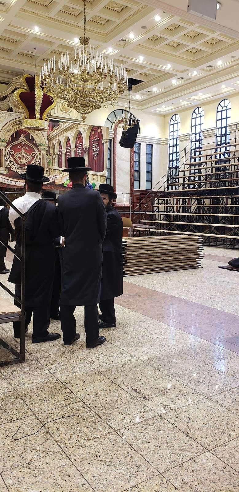 Congregation Khal Toras Chaim Viznitz Shul - synagogue    Photo 2 of 4   Address: 6 Lee Ave, Brooklyn, NY 11211, USA
