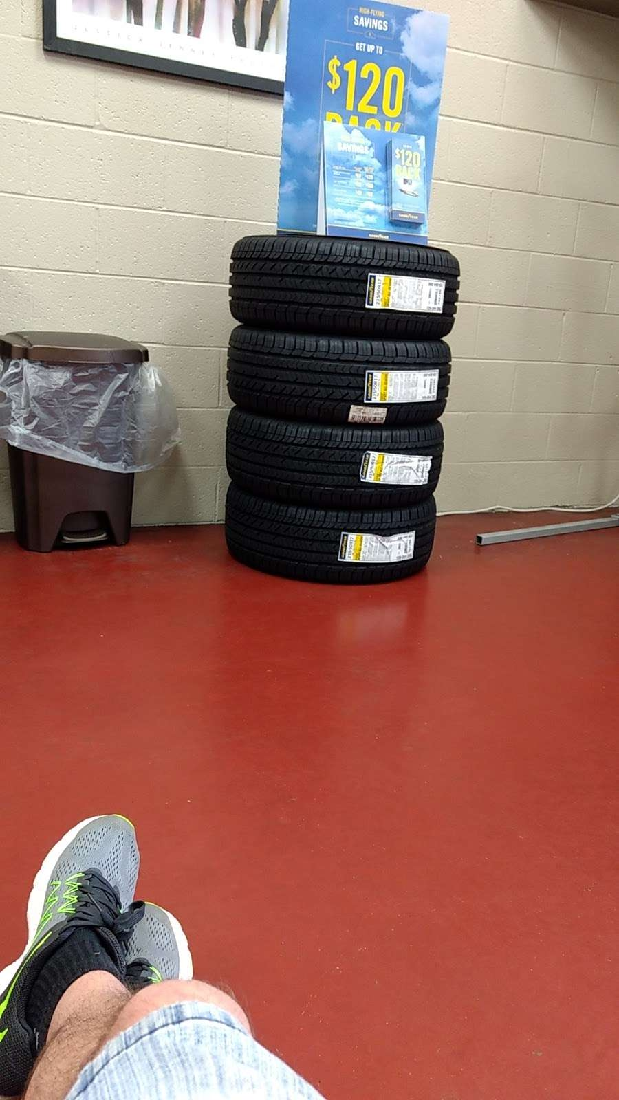 Mr. Tire Auto Service Centers - car repair  | Photo 3 of 10 | Address: 2323 Northwest Blvd, Newton, NC 28658, USA | Phone: (828) 355-1146
