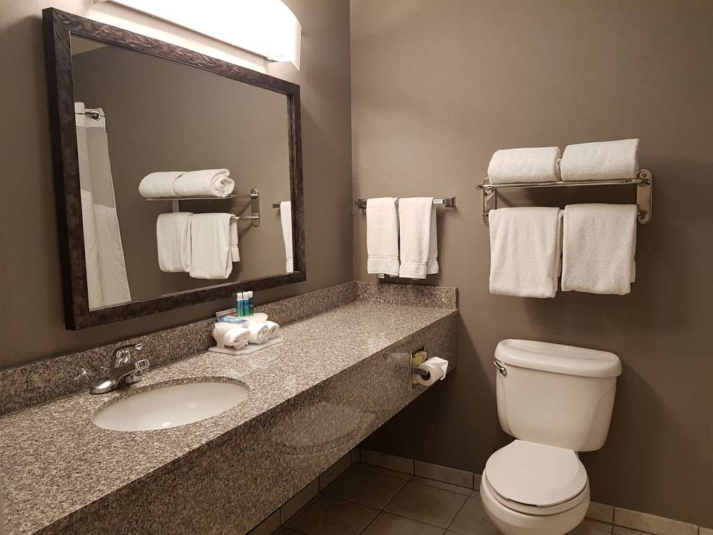 Holiday Inn Express Lancaster - lodging  | Photo 4 of 10 | Address: 43719 17th St W, Lancaster, CA 93534, USA | Phone: (661) 951-8848