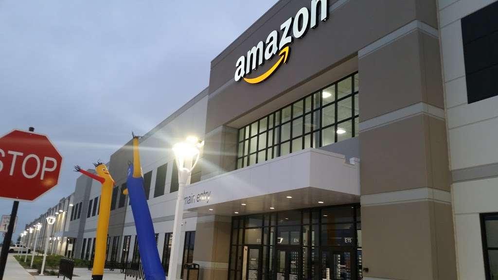 Amazon Distribution Center - storage    Photo 9 of 10   Address: 31555 US-90, Brookshire, TX 77423, USA