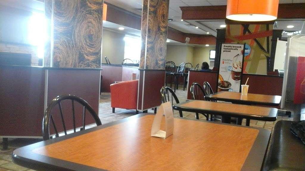McDonalds - cafe  | Photo 1 of 9 | Address: 805 E Jefferson St, Tipton, IN 46072, USA | Phone: (765) 675-7645