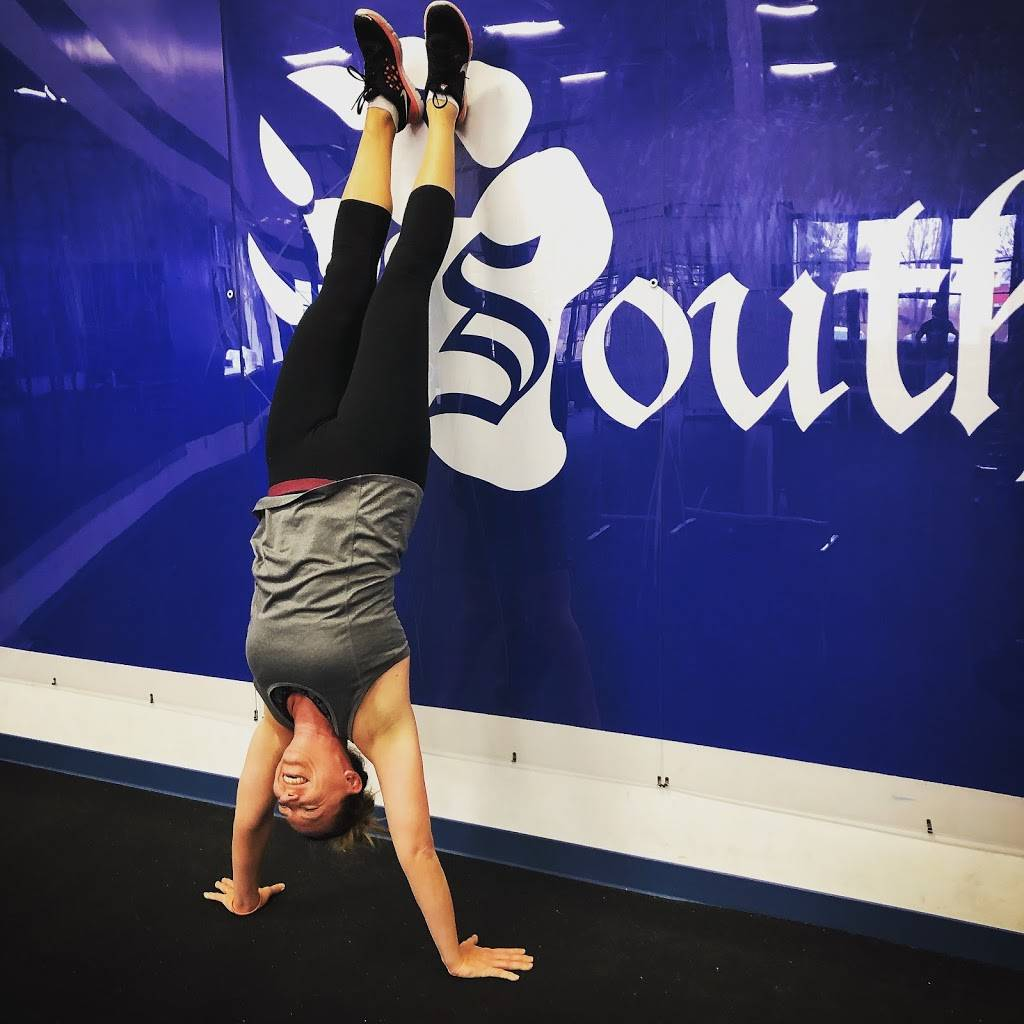 CrossFit Southpaw - gym    Photo 6 of 9   Address: 2214 County Hwy 10, Mounds View, MN 55112, USA   Phone: (651) 338-0067