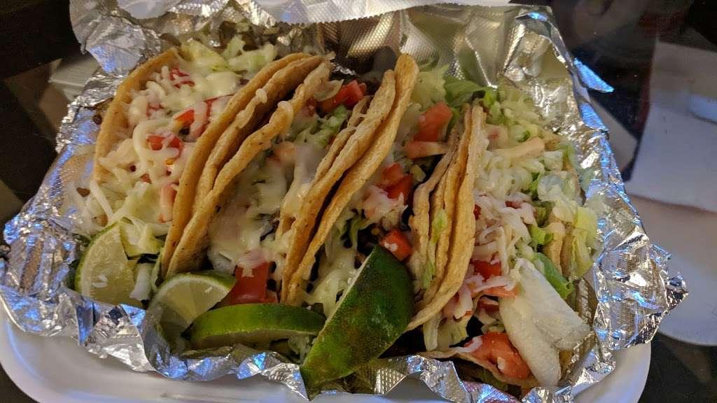 Mas Tacos - restaurant  | Photo 3 of 5 | Address: 8020 Kennedy Ave, Highland, IN 46322, USA | Phone: (219) 301-5077