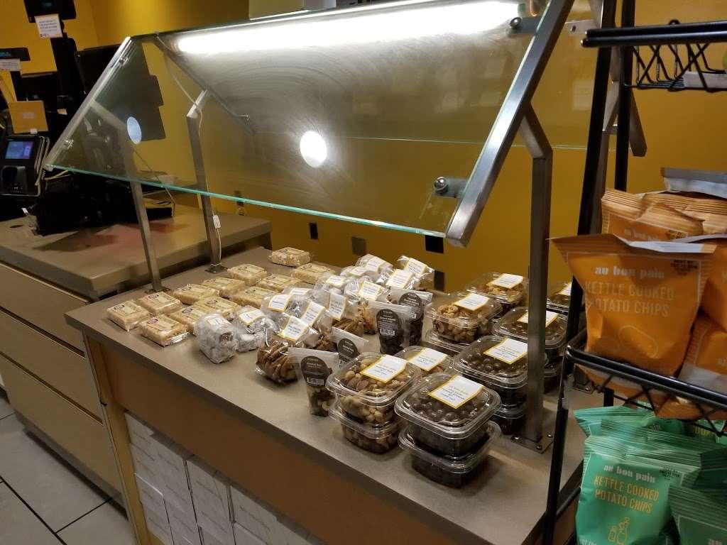 Au Bon Pain - cafe  | Photo 9 of 10 | Address: 1 Laguardia Airport, Flushing, NY 11371, USA | Phone: (718) 639-2516