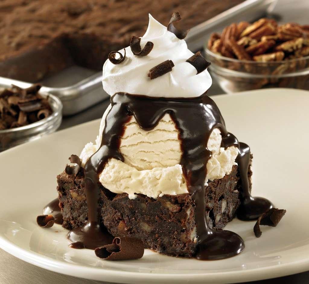 Outback Steakhouse - restaurant  | Photo 1 of 10 | Address: 1061 W Avenue P, Palmdale, CA 93551, USA | Phone: (661) 274-9607
