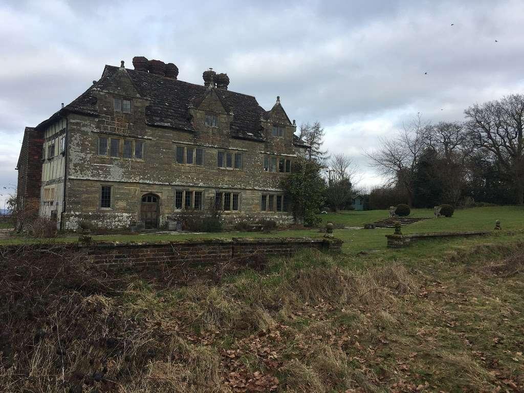Gulledge Farmhouse - museum  | Photo 4 of 10 | Address: East Grinstead RH19 1TX, UK