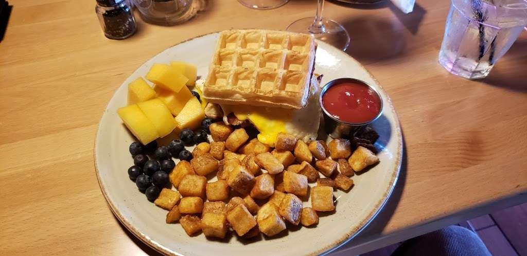 Paladin Bar & Grill - restaurant  | Photo 7 of 9 | Address: 181-A Warrior Dr, Stephens City, VA 22655, USA | Phone: (540) 868-8327