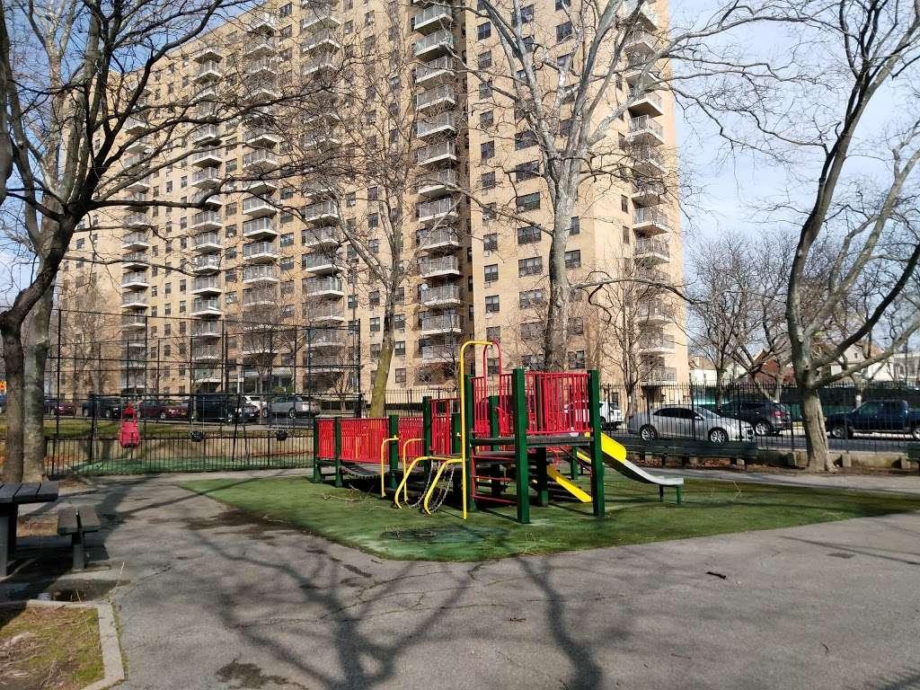 Noble Playground - park  | Photo 3 of 10 | Address: 3101, 1541 Bronx River Ave, Bronx, NY 10460, USA | Phone: (212) 639-9675