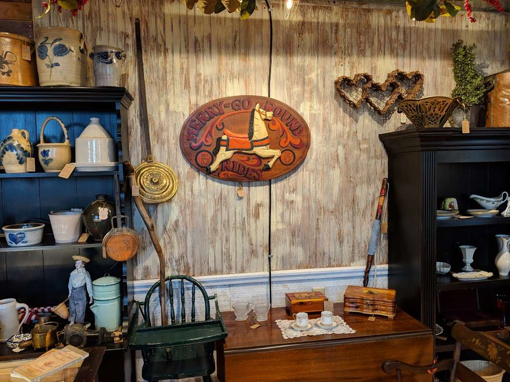 Crickets Antiques & Garden Market - home goods store  | Photo 6 of 10 | Address: 1641 Horseshoe Pike, Glenmoore, PA 19343, USA | Phone: (610) 942-7500