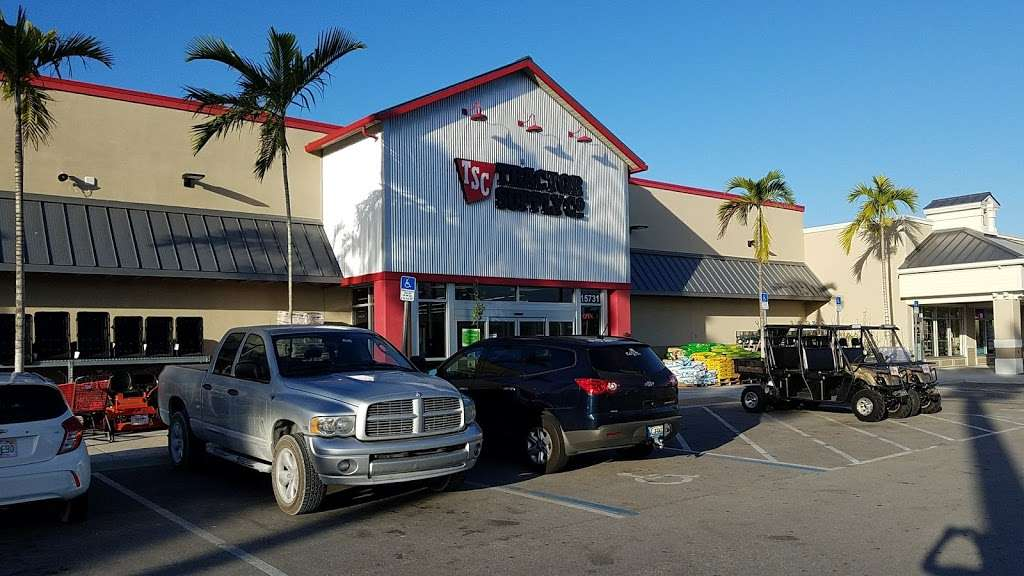 Tractor Supply Co. - hardware store  | Photo 4 of 10 | Address: 15731 Southern Blvd, Loxahatchee, FL 33470, USA | Phone: (561) 333-2223