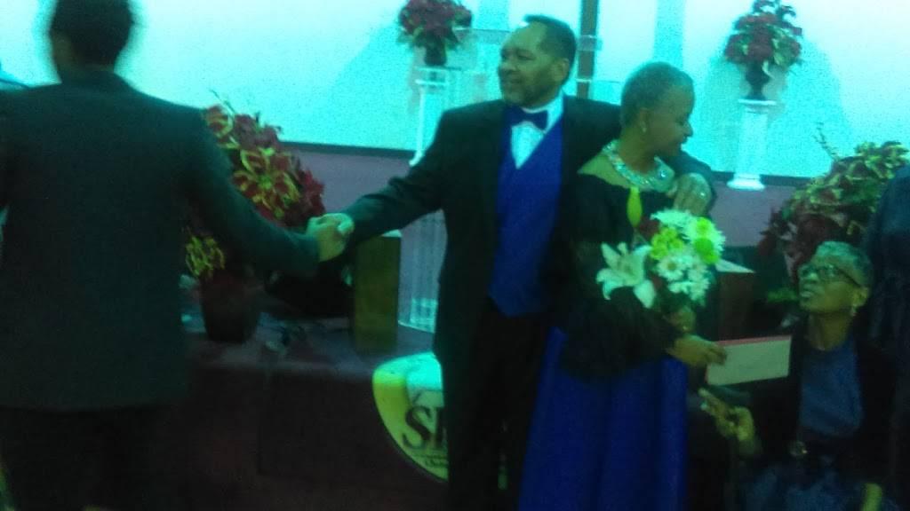 The Shiloh Christian Community Church - church  | Photo 7 of 8 | Address: 825 Yale Ave, Baltimore, MD 21229, USA | Phone: (410) 368-6002