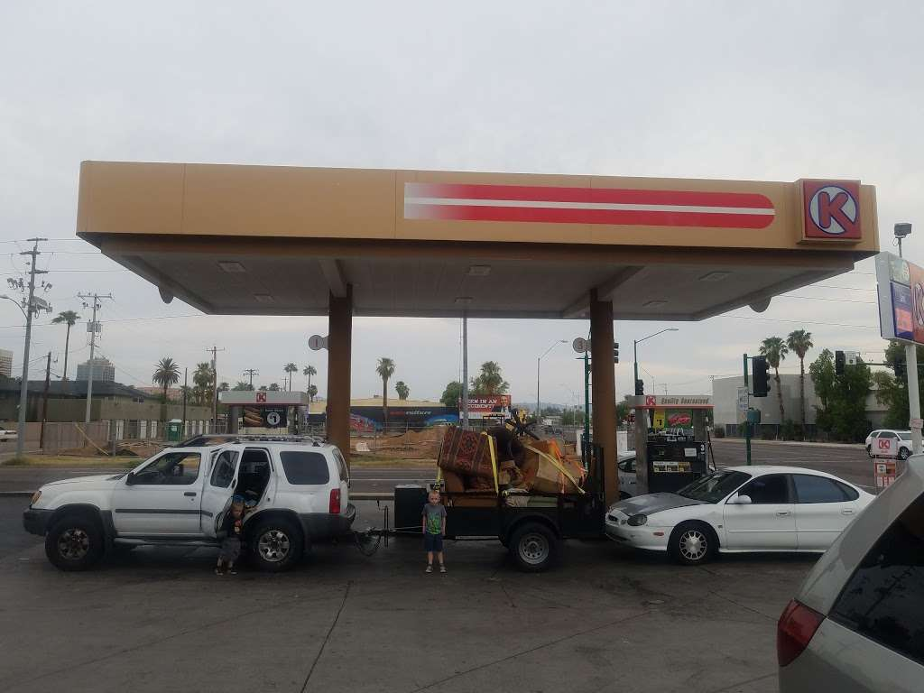 Circle K - gas station    Photo 5 of 10   Address: 614 W Roosevelt St, Phoenix, AZ 85003, USA   Phone: (602) 254-1201