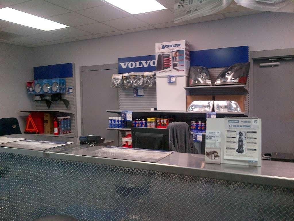 Advantage Truck Center - car repair  | Photo 5 of 10 | Address: 3880 Jeff Adams Dr, Charlotte, NC 28206, USA | Phone: (704) 597-0551