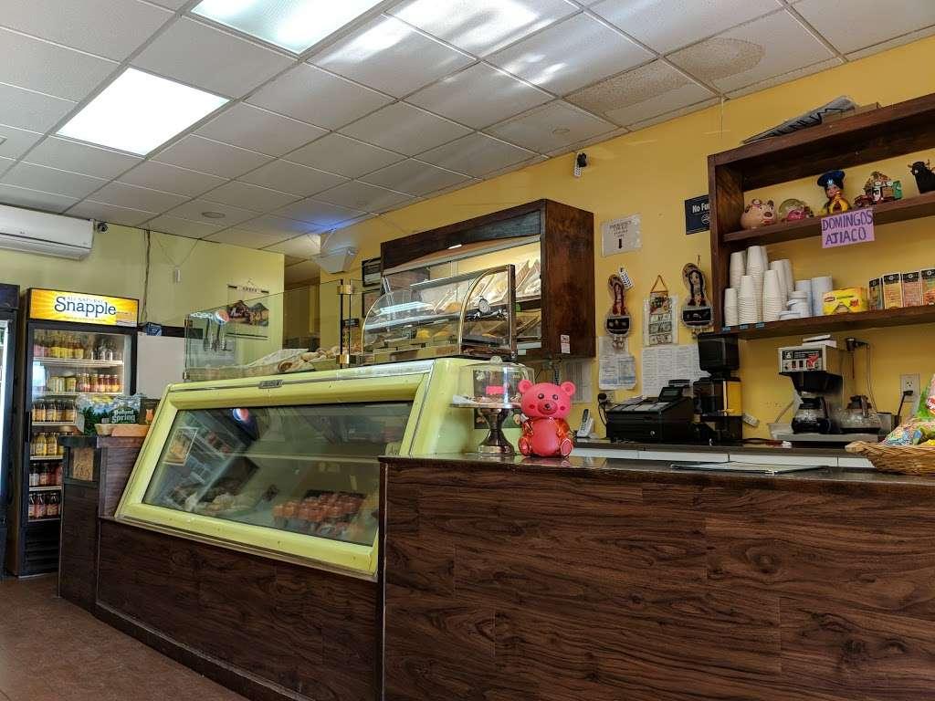 Chiqui Cafe - cafe  | Photo 1 of 7 | Address: 24617 Jericho Turnpike, Queens, NY 11426, USA | Phone: (718) 347-8100