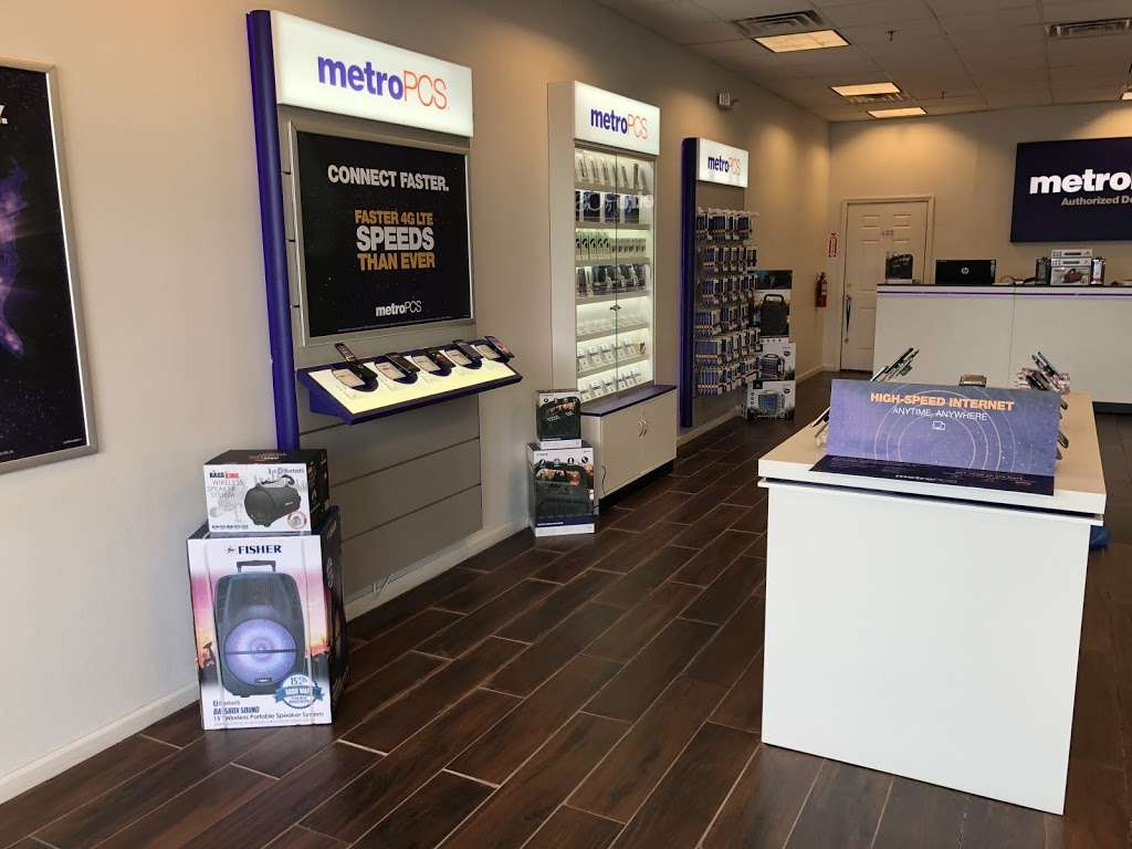 Metro by T-Mobile - electronics store  | Photo 5 of 10 | Address: 500 S River St, Hackensack, NJ 07601, USA | Phone: (201) 373-1000