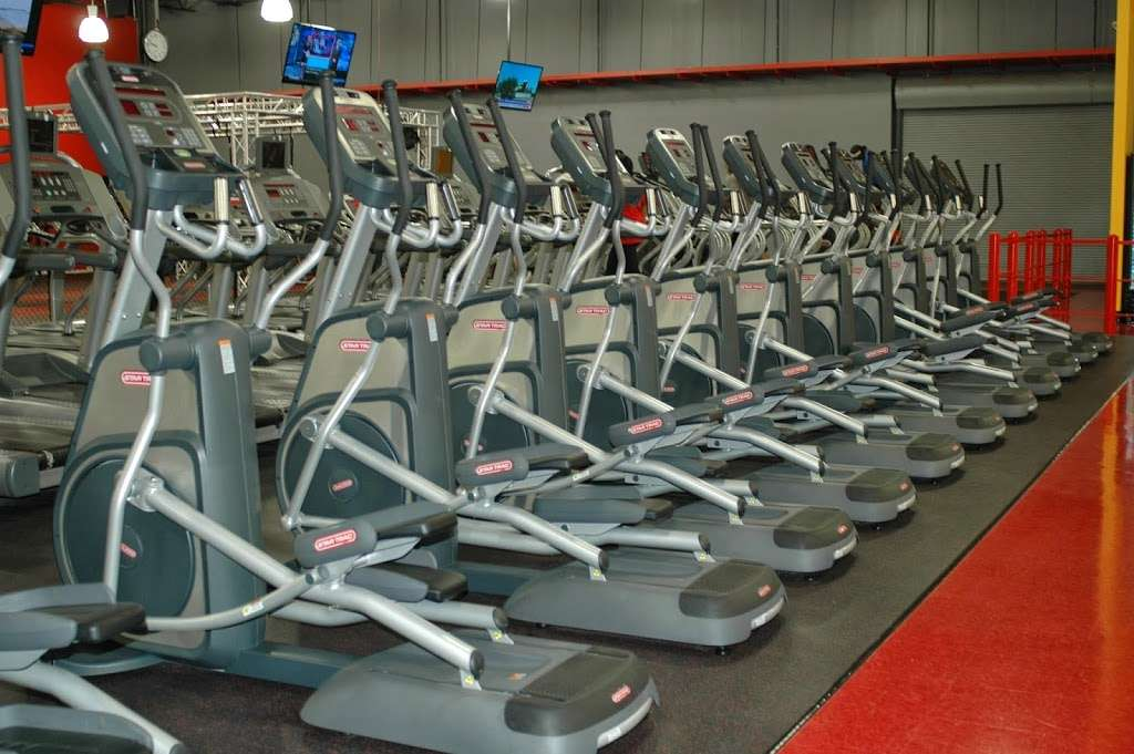Golds Gym - gym  | Photo 2 of 10 | Address: 3040 FM 1960 #300, Houston, TX 77073, USA | Phone: (281) 645-2100
