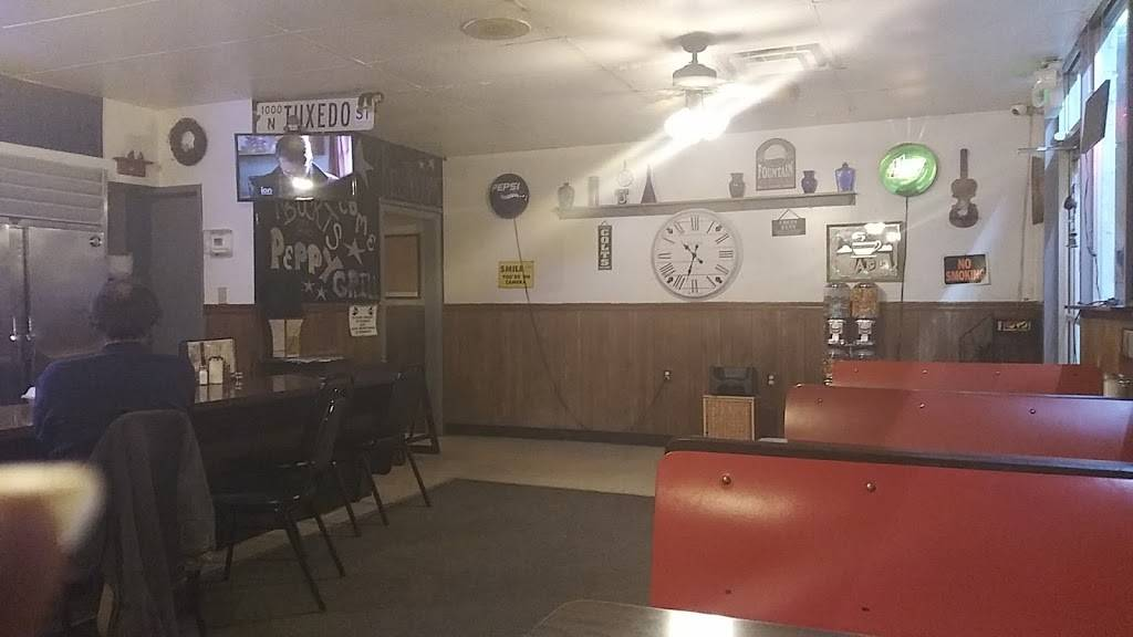 Peppy Grill - restaurant  | Photo 4 of 10 | Address: 3401 E 10th St, Indianapolis, IN 46201, USA | Phone: (317) 637-5950