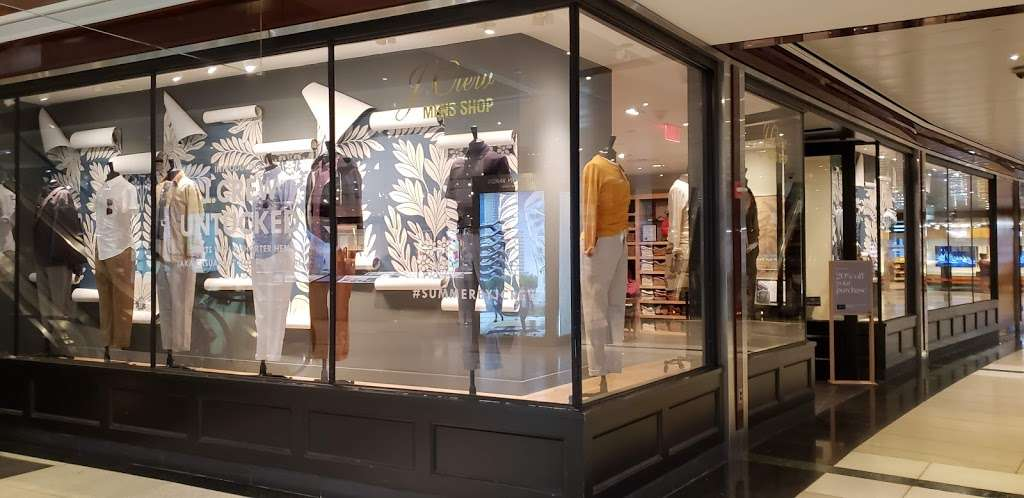 J.Crew - clothing store  | Photo 3 of 10 | Address: 10 Columbus Cir #202/302, New York, NY 10019, USA | Phone: (212) 823-9302