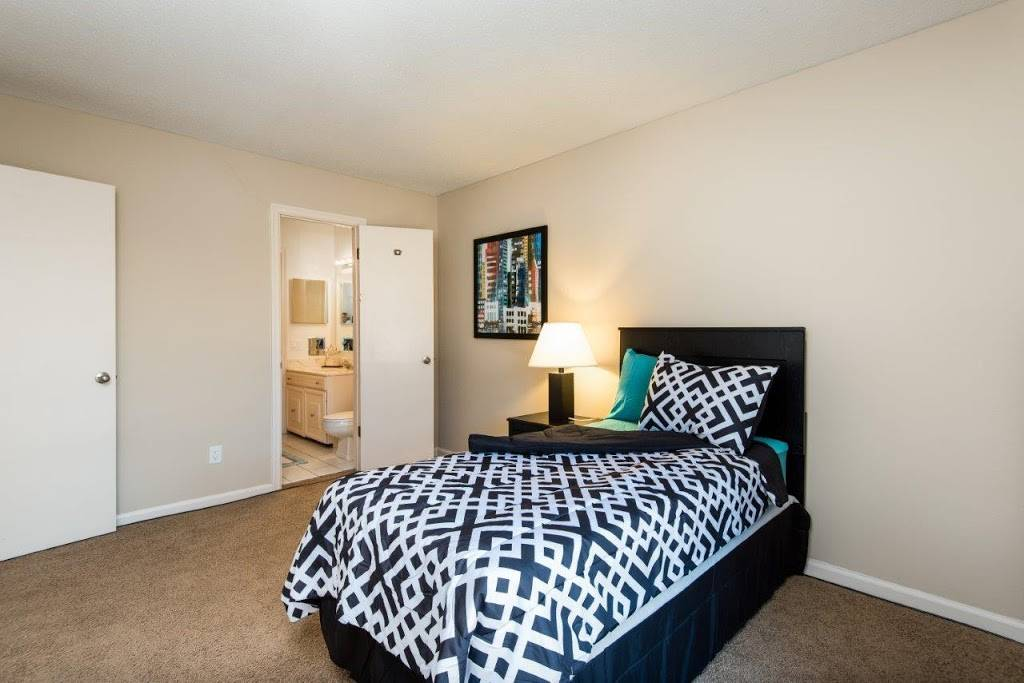 Regency Lakeside Apartment Homes - real estate agency  | Photo 2 of 10 | Address: 10506 Pacific St, Omaha, NE 68114, USA | Phone: (402) 382-9808