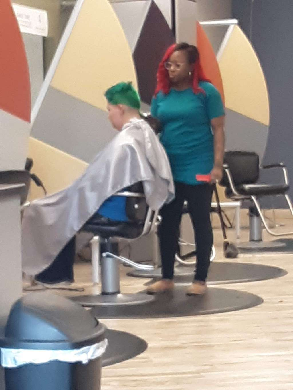 Great Clips - hair care  | Photo 6 of 7 | Address: 850 Jake Alexander Blvd W Ste W, Salisbury, NC 28147, USA | Phone: (704) 630-0002