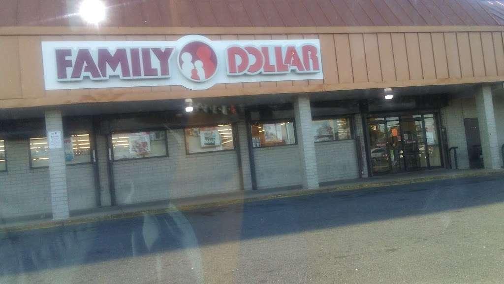 Family Dollar - supermarket  | Photo 1 of 2 | Address: 4795 Marlboro Pike, Capitol Heights, MD 20743, USA | Phone: (301) 735-0615