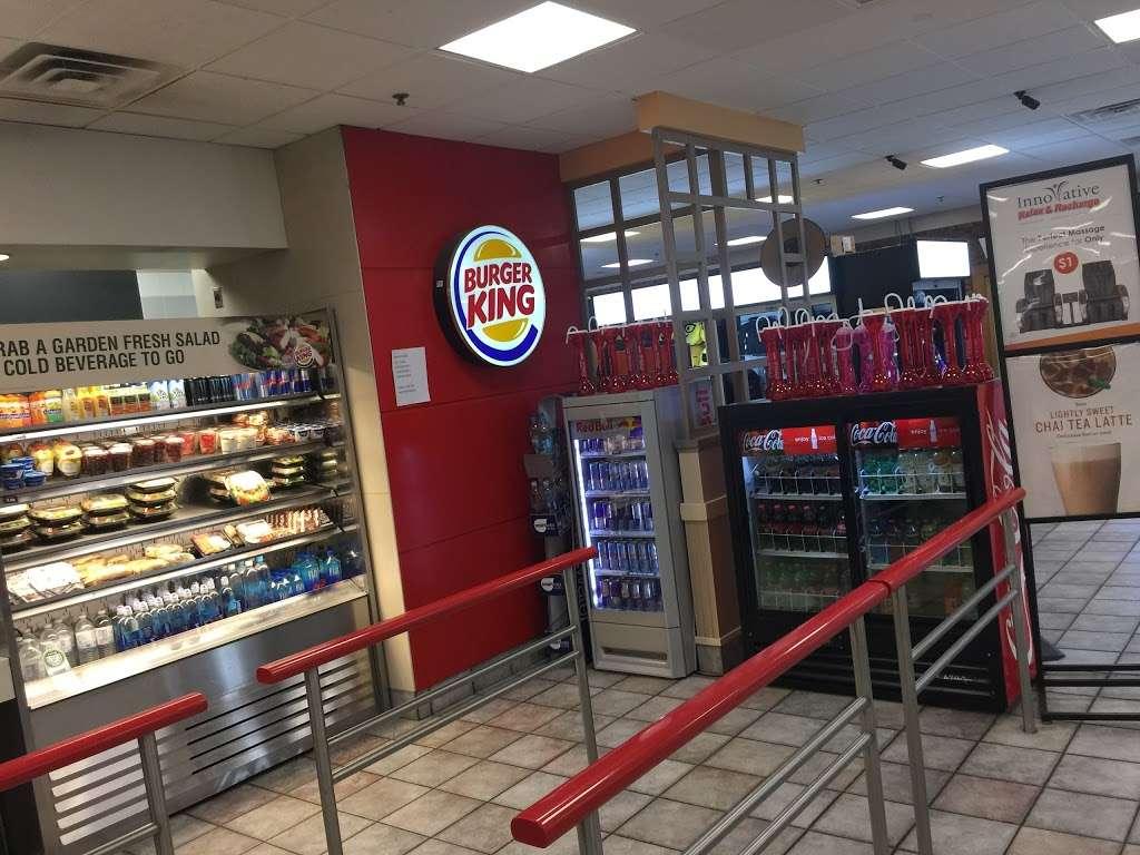 Burger King - restaurant  | Photo 2 of 10 | Address: Hms Host Vince Lombardi Travel Plaz, Ridgefield, NJ 07657, USA | Phone: (201) 943-1171