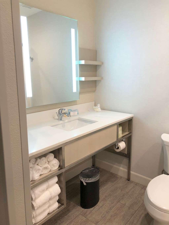Hilton Garden Inn Houston-Baytown - lodging  | Photo 4 of 10 | Address: 4910 E Chase St, Baytown, TX 77521, USA | Phone: (281) 838-8208