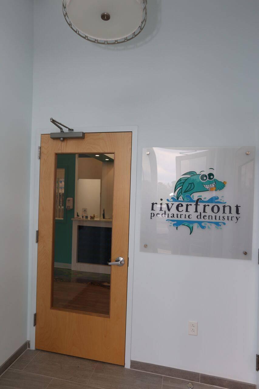 Riverfront Pediatric Dentistry -Eyal Simchi DMD - doctor  | Photo 8 of 9 | Address: 301 Riverfront Blvd #2, Elmwood Park, NJ 07407, USA | Phone: (201) 880-8130