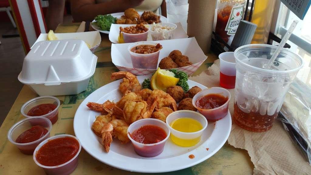 Tims Rivershore Restaurant and Crabhouse - restaurant  | Photo 8 of 10 | Address: 1510 Cherry Hill Rd, Dumfries, VA 22026, USA | Phone: (703) 441-1375