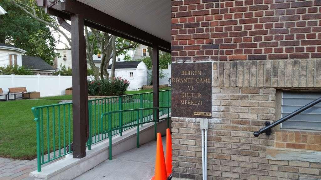 TARF Bergen Diyanet Camii - mosque  | Photo 4 of 10 | Address: 240 Knox Ave, Cliffside Park, NJ 07010, USA | Phone: (201) 840-8065
