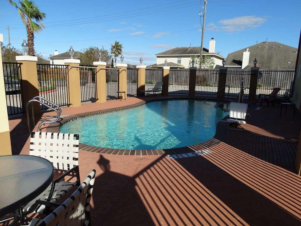 Americas Best Value Inn - lodging  | Photo 3 of 10 | Address: 7420 Garth Rd, Baytown, TX 77521, USA | Phone: (281) 837-5560
