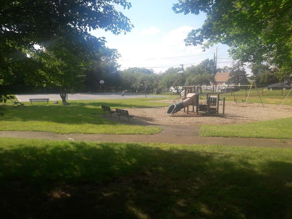 Stephen J Capestro Park - park  | Photo 3 of 10 | Address: 337 Grandview Ave, Edison, NJ 08837, USA | Phone: (732) 745-3900