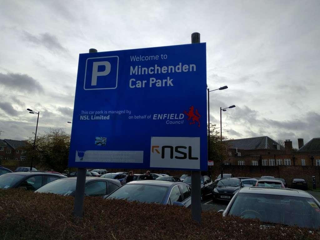 Leigh Hunt Drive Car Park - parking  | Photo 2 of 3 | Address: London N14 6BT, UK