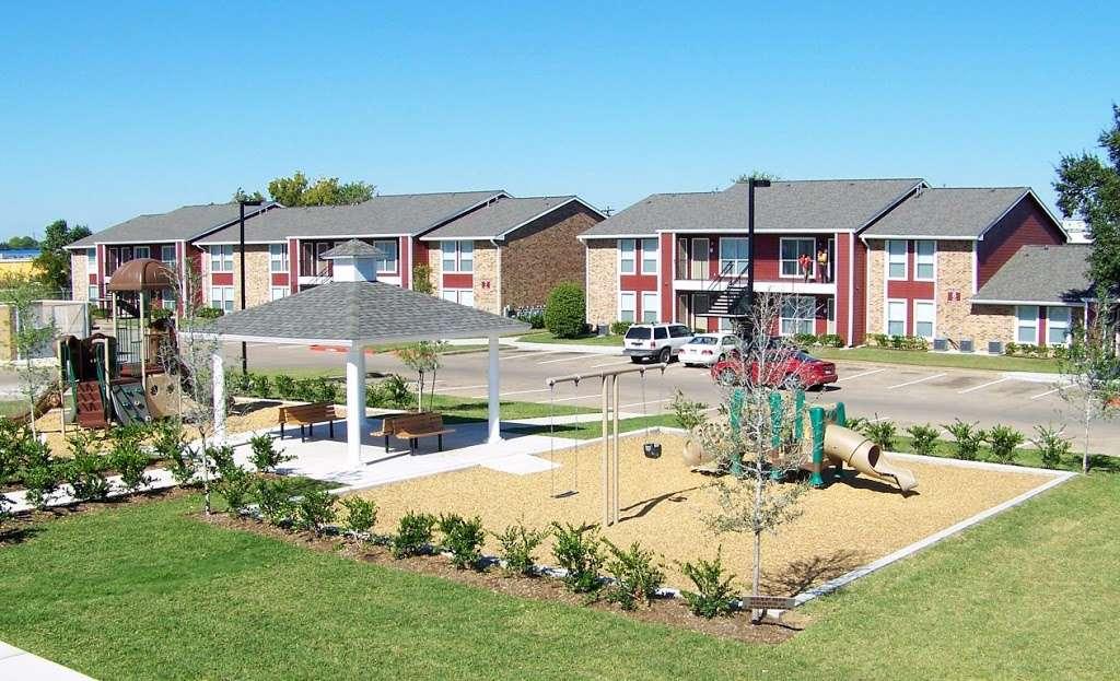 St James Village - real estate agency  | Photo 5 of 10 | Address: 3815 W Fuqua St, Houston, TX 77045, USA | Phone: (713) 434-2225