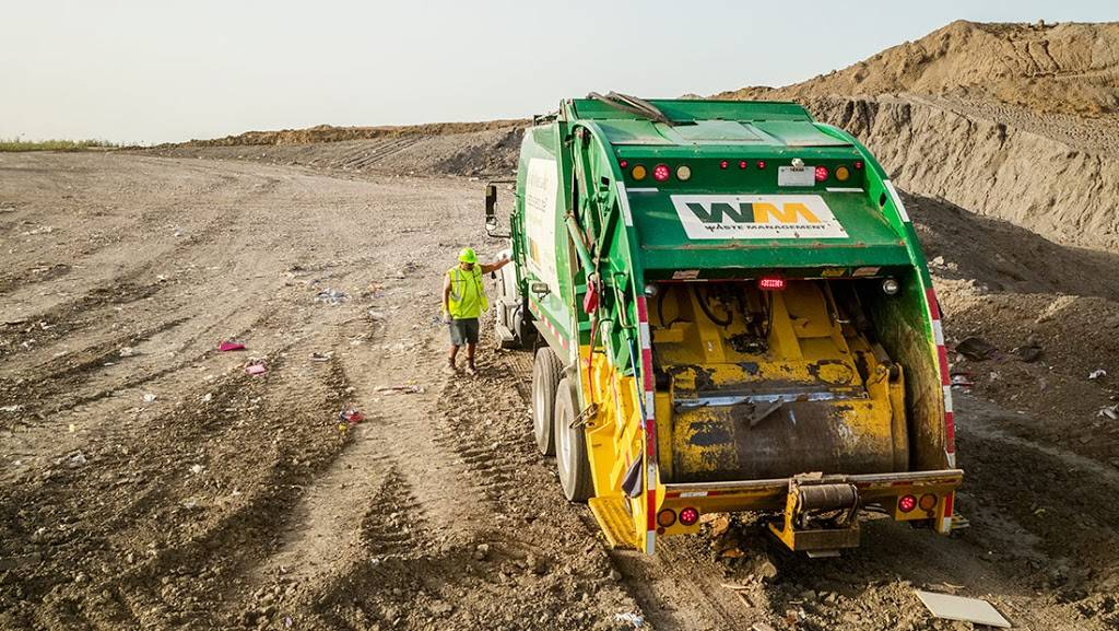 Waste Management - Rincon Recycling & Transfer Station - store  | Photo 4 of 10 | Address: 5890 S Mann Ave, Tucson, AZ 85706, USA | Phone: (520) 744-2600