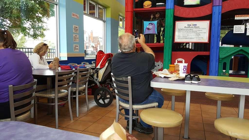 McDonalds - cafe    Photo 3 of 10   Address: 6720 W Archer Ave, Chicago, IL 60638, USA   Phone: (773) 229-9841