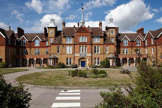 Parkwood Hall Co-operative Academy - school  | Photo 2 of 5 | Address: Beechenlea Ln, Swanley BR8 8DR, UK | Phone: 01322 664441