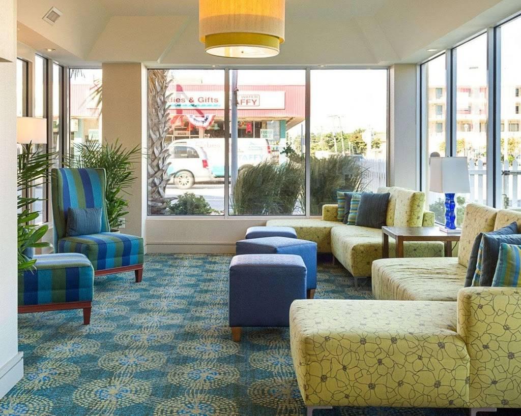 Comfort Suites Beachfront - lodging  | Photo 8 of 10 | Address: 2321 Atlantic Ave, Virginia Beach, VA 23451, USA | Phone: (757) 491-2400
