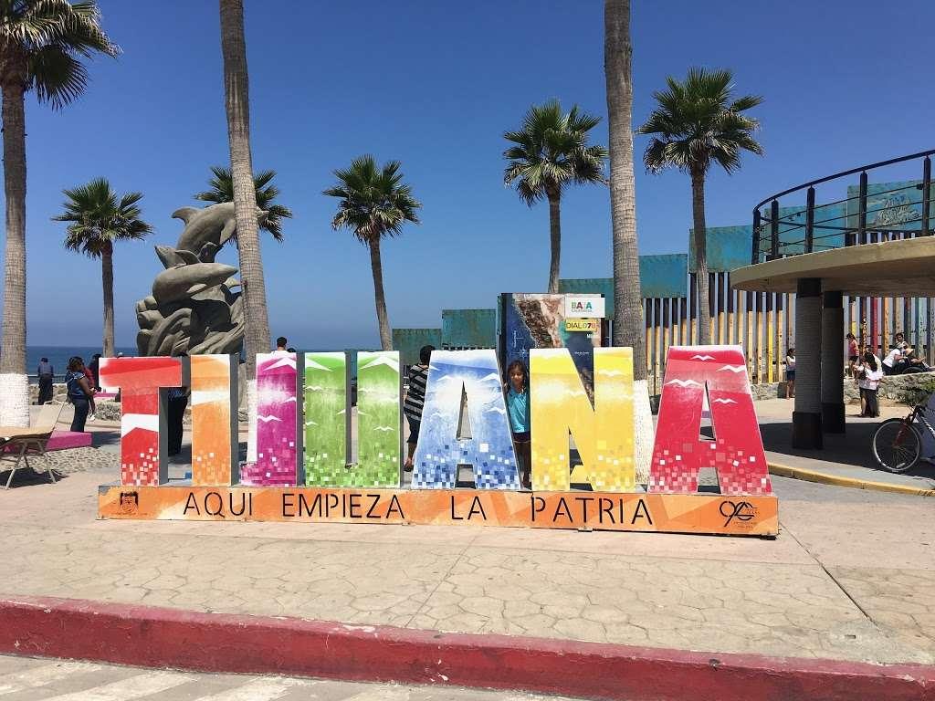 El Muro en la Playa, Tijuana - museum  | Photo 4 of 10 | Address: Faro, Monumental, Tijuana, B.C.
