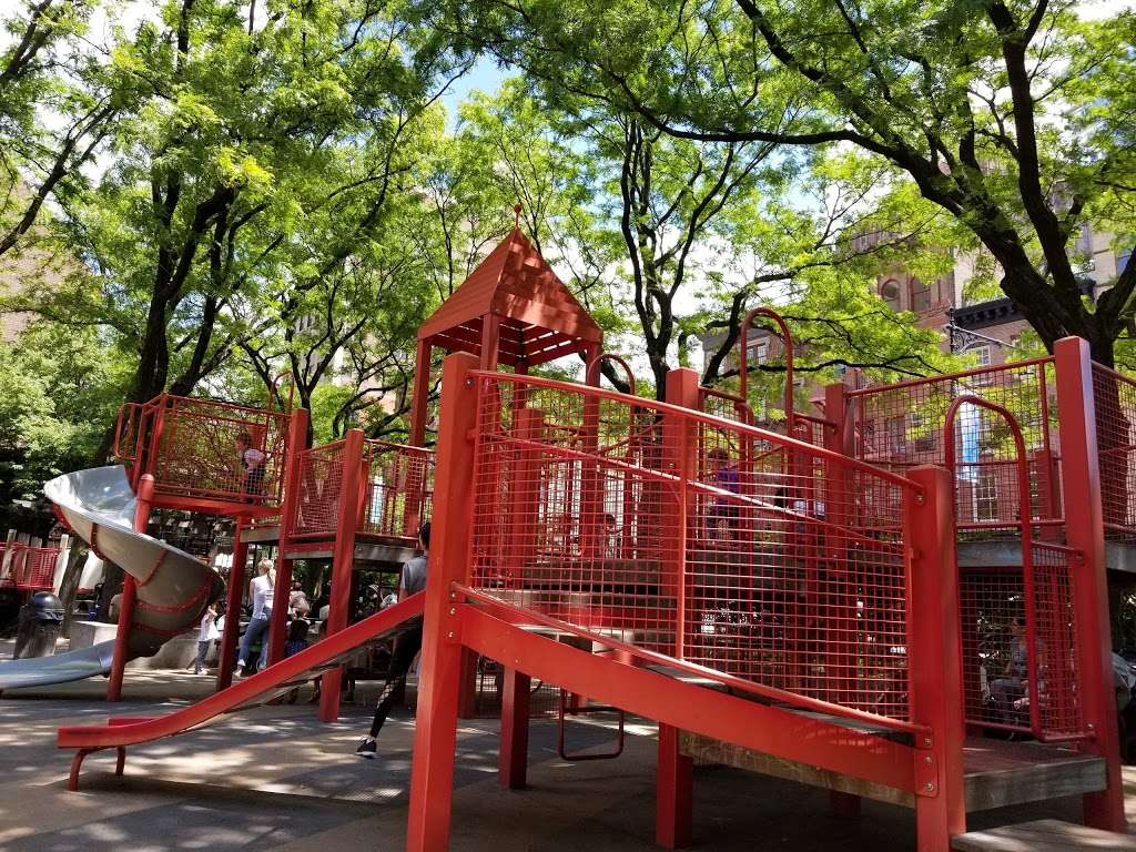 Washington Market Park - park  | Photo 7 of 10 | Address: 199 Chambers St, New York, NY 10007, USA | Phone: (212) 639-9675